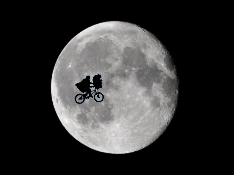 E t moon et mo  E.t. Moon